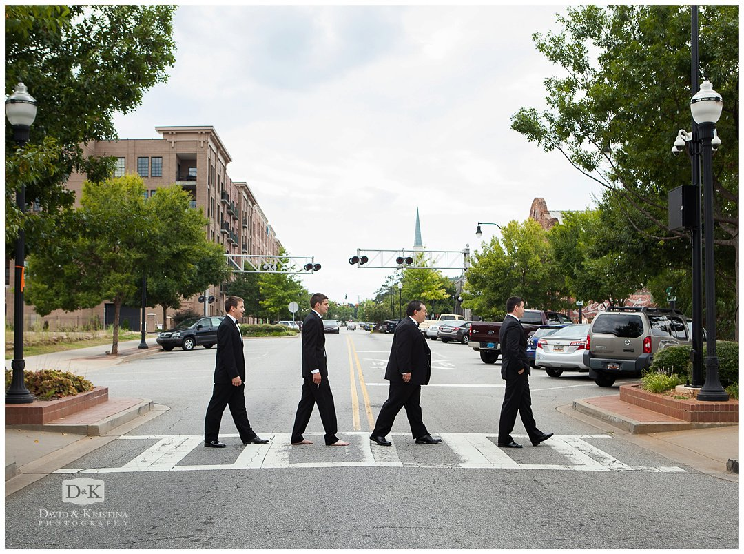 groomsmen do Abby Road photo