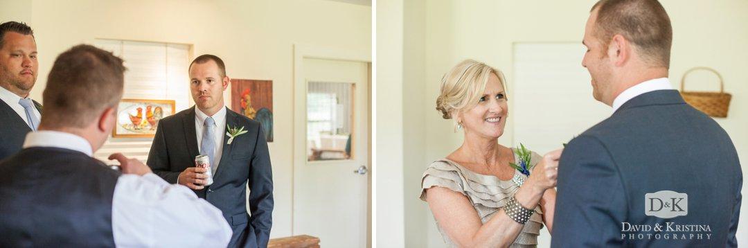 groom's mother pins boutineer