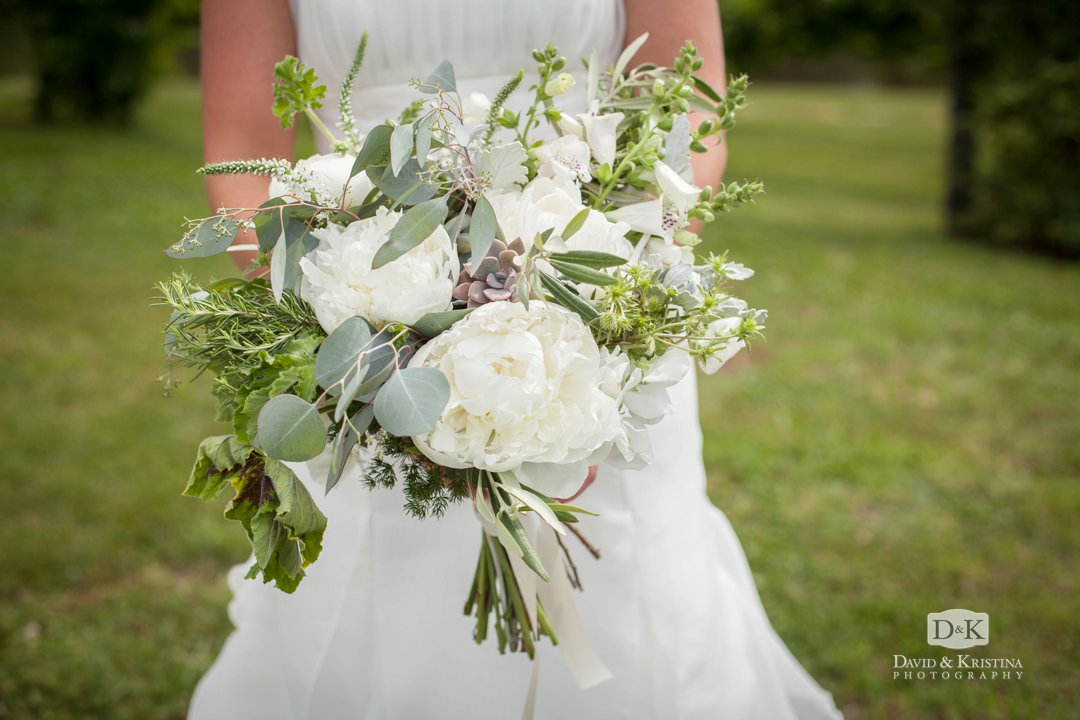 bridal bouquet by Earth Blooms