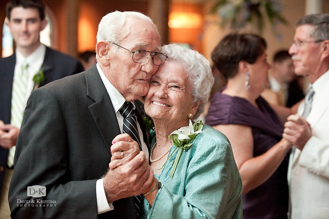 grand parents dancing at wedding