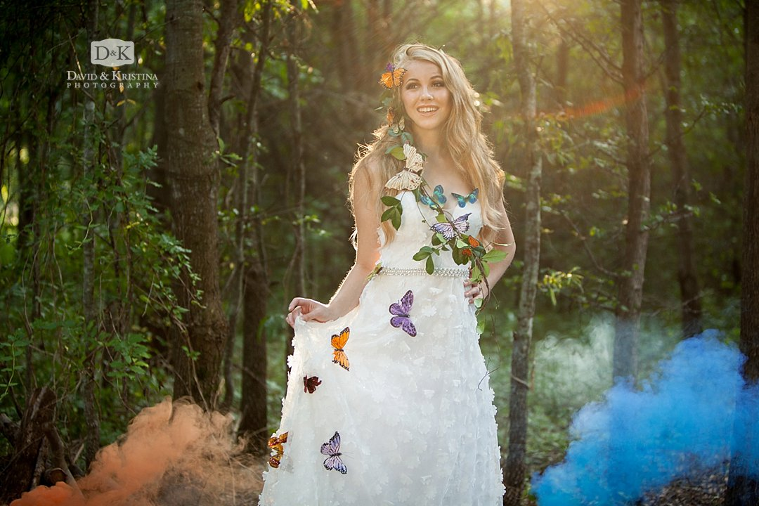 senior pictures with colored smoke bombs