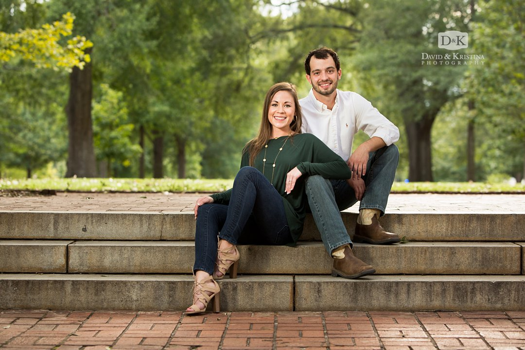 engagement photos on the USC Horseshoe