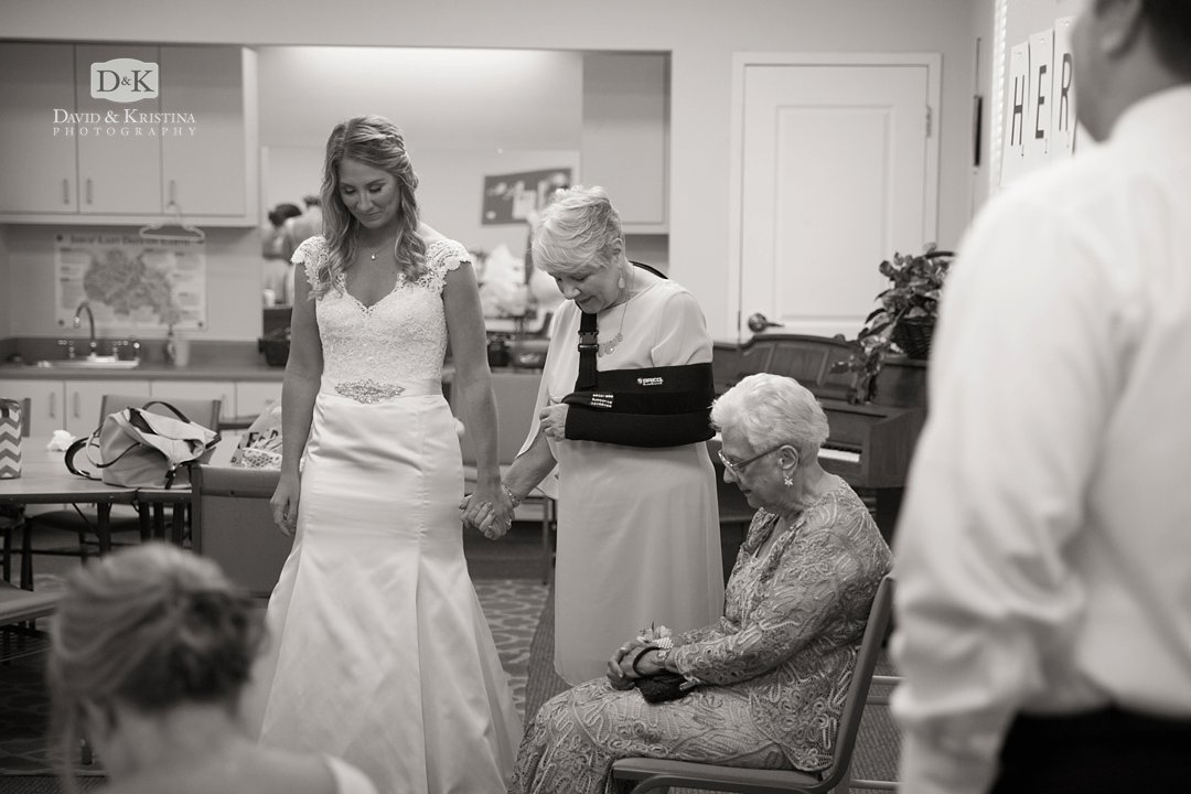 bride's prayer time before wedding